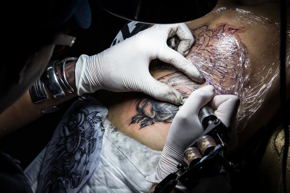 Verbot von Pigmenten: Farbige Tattoos bald Geschichte?