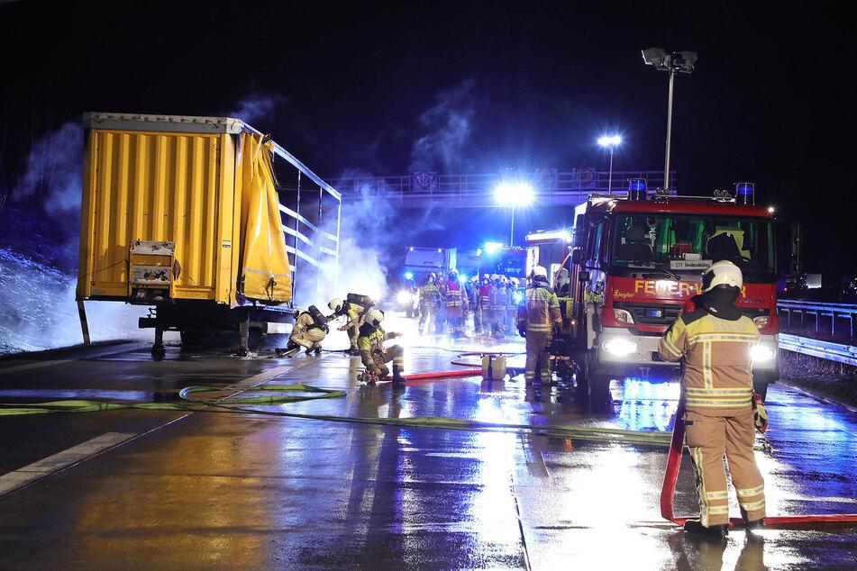 Die Autobahn musste für die Zeit der Löschung in Richtung Prag voll gesperrt werden.