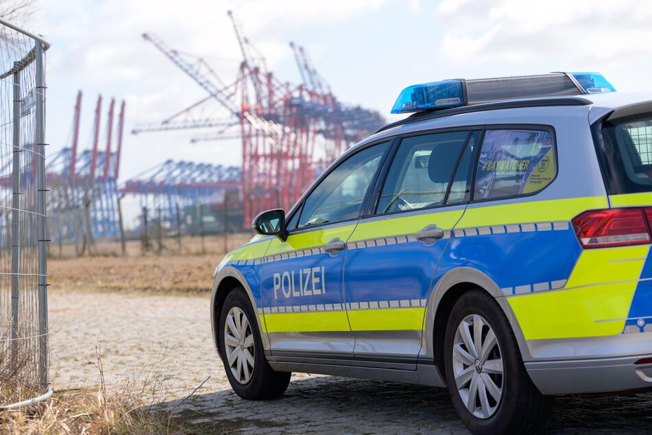 Flucht vor der Polizei endet für 22-Jährige im Heck eines Streifenwagens