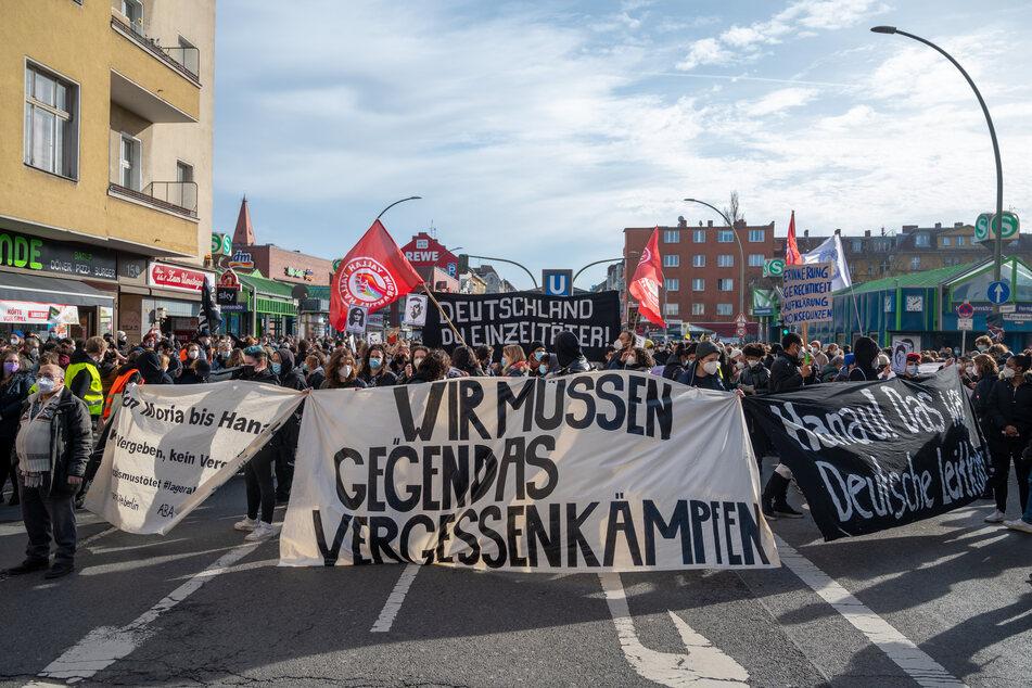 Tausende erinnern am Samstag in Berlin an die Opfer des Anschlags in Hanau.