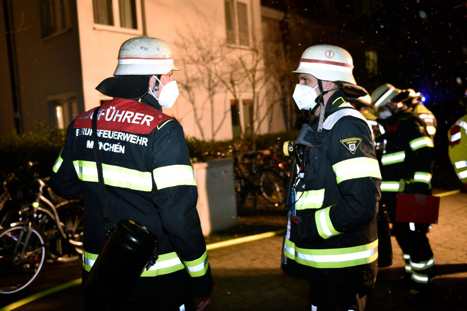 München: Feuerwehreinsatz in München: 18 Personen aus Mehrfamilienhaus gerettet