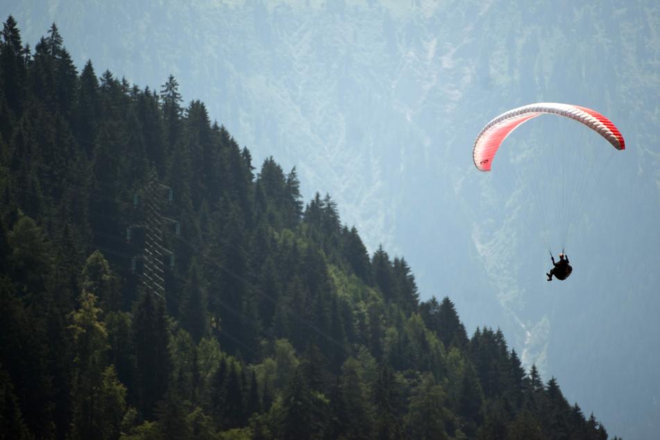 Tödliches Drama in den Alpen: Paragleiter stürzt ab