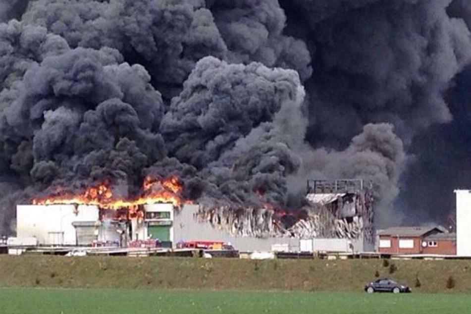 400 Einsatzkräfte bei Großbrand beim Geflügelproduzent Wiesenhof