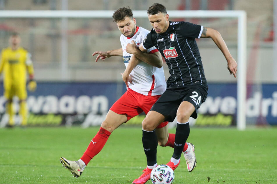 Ex-Dynamo Petar Sliskovic (r., im Zweikampf mit Zwickaus Marco Schikora) ist mit elf Toren bester Torschütze der Münchner.