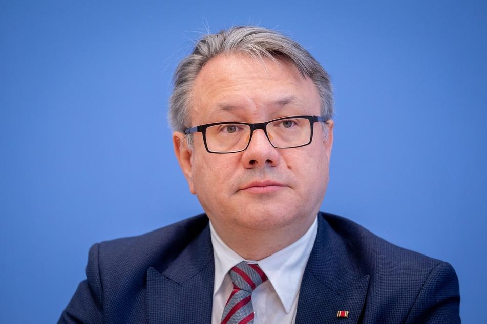 Georg Nüßlein (51, CSU), stellvertretender Vorsitzender der CDU/CSU-Bundestagsfraktion, fordert den Corona-Lockdown nach Ende der bisherigen Befristung Mitte Februar definitiv zu beenden.