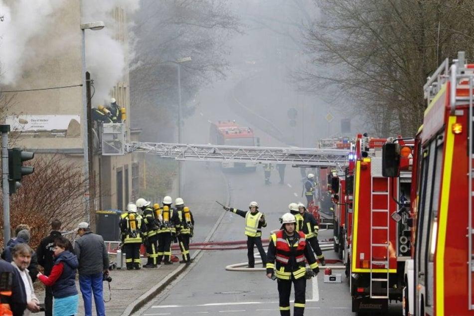Wohnhaus geht komplett in Flammen auf