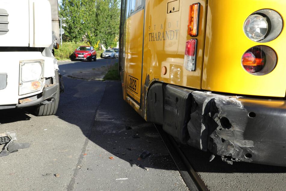 Die Straßenbahn wurde beschädigt.