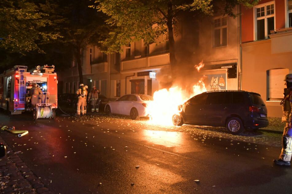 Feuer-Nacht in Berlin: Mehrere Autos stehen in Flammen