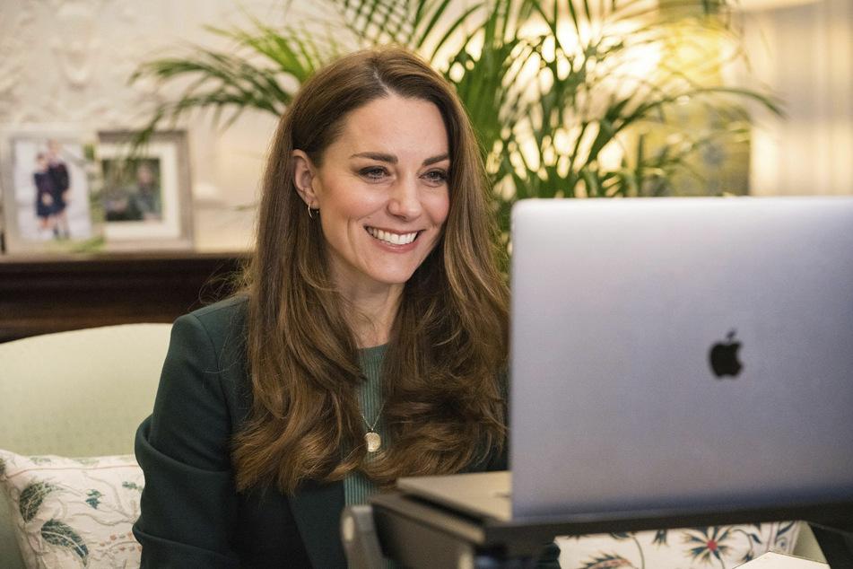 Kate Middleton (39), Herzogin von Cambridge, spricht während eines Videoanrufs mit Eltern über die Erfahrungen des Homeschoolings während der Corona-Pandemie.