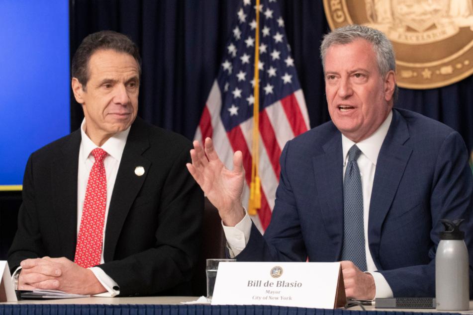 Andrew Cuomo (l.), Gouverneur von New York, und Bill de Blasio, Bürgermeister von New York City, sprechen über die Vorbereitungen des Bundesstaates und der Stadt auf die Ausbreitung des Coronavirus.