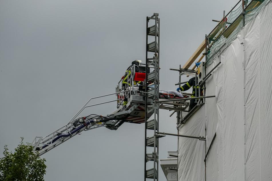 Stahlträger stürzt ab! Hamburger Bauarbeiter schwer verletzt