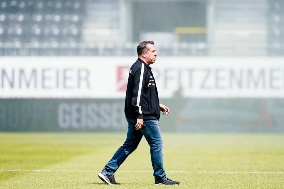 Dynamo-Trainer Markus Kauczinski (50) nach dem Abstieg am Sonntag in Sandhausen. Jetzt geht sein Blick nach vorn, er will eine schlagkräftige Mannschaft für die 3. Liga aufbauen.