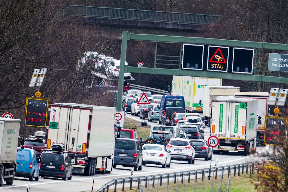 Herbst-Staus auf Deutschlands Autobahnen: Damit müssen Reisende jetzt rechnen