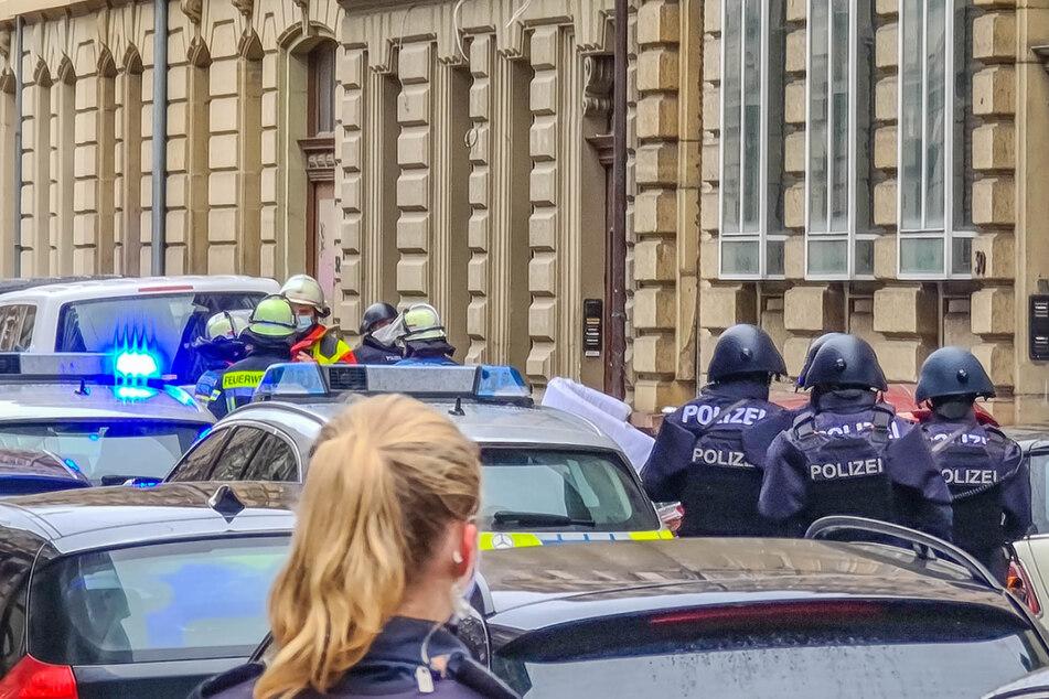 Polizei und Feuerwehr am Donnerstag in Karlsruhe.