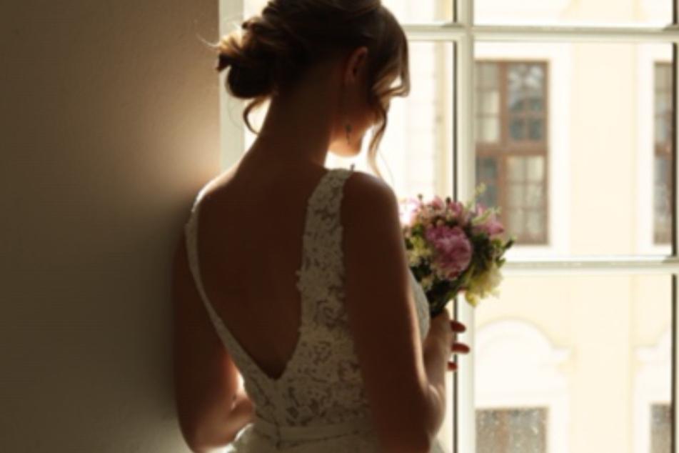 Ein tiefer Rückenausschnitt - Miss Sachsen kann sich auch als Braut sehen lassen.