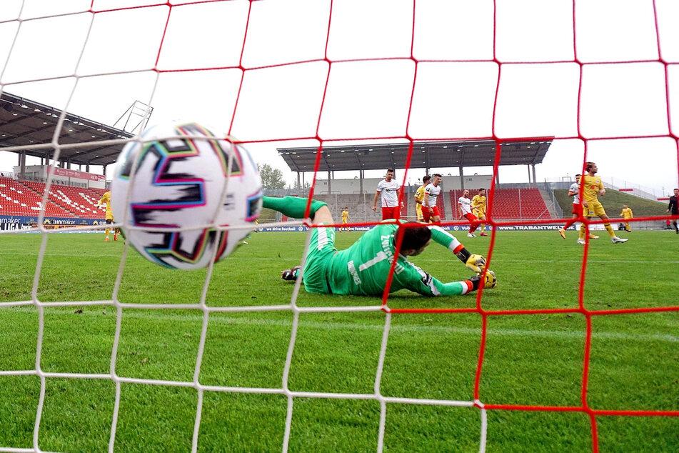 FSV-Keeper Johannes Brinkies ist geschlagen - der abgefälschte Ball von Kolja Pusch zappelt im Netz.