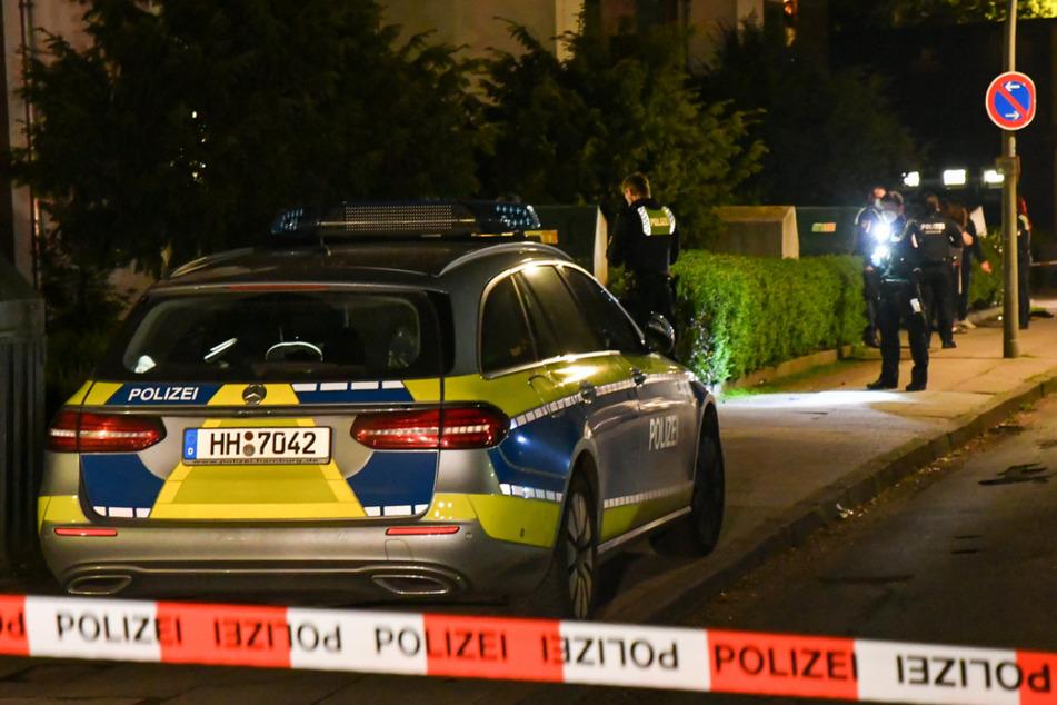 Die Polizei sperrte den Tatort im Helma-Steinbach-Weg ab.