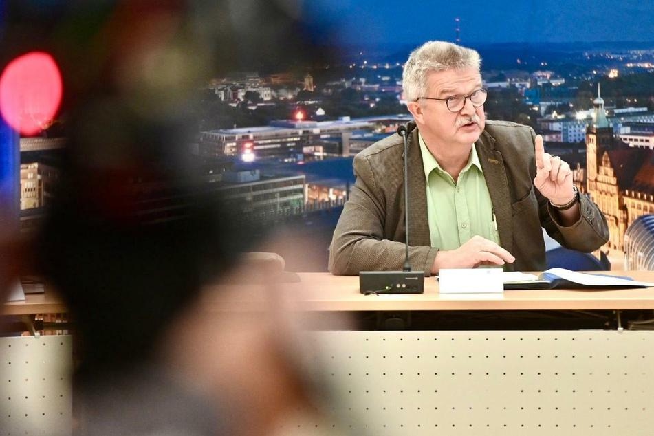 Amtsarzt Dr. Harald Uerlings, Leiter des Chemnitzer Gesundheitsamtes bei der Pressekonferenz am Montag.