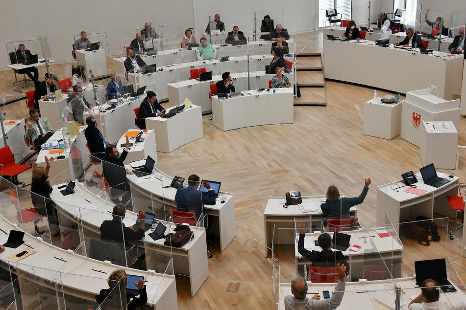 Wie hart hat die Corona-Pandemie den Arbeitsmarkt getroffen? Landtag debattiert