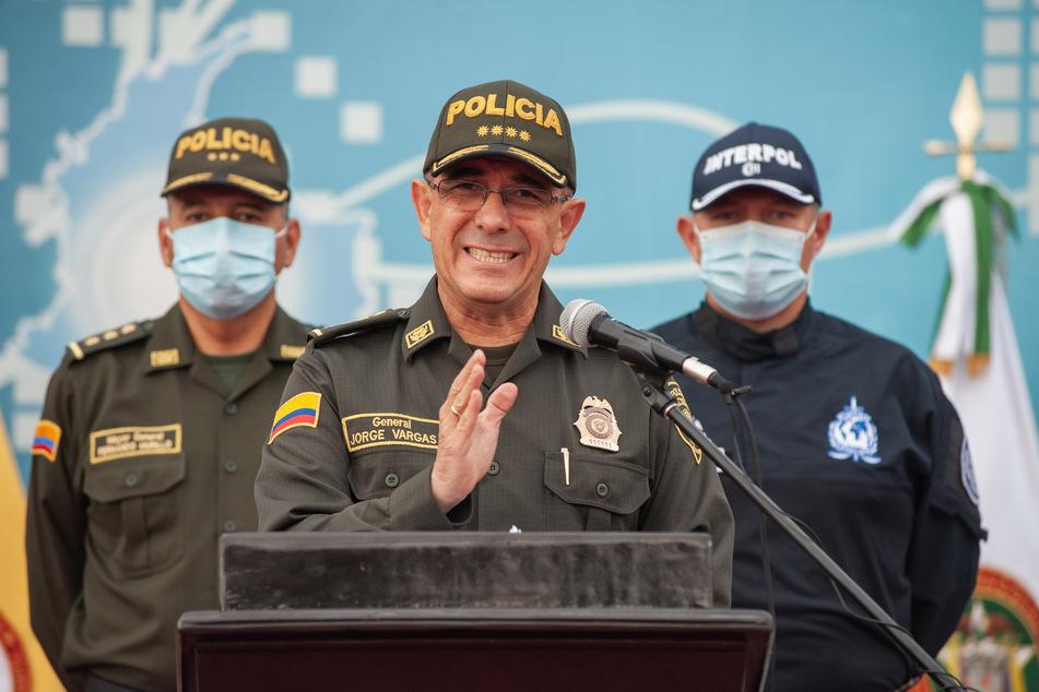 Jorge Luis Vargas (M), Direktor der Nationalpolizei von Kolumbien, bei einer Pressekonferenz.