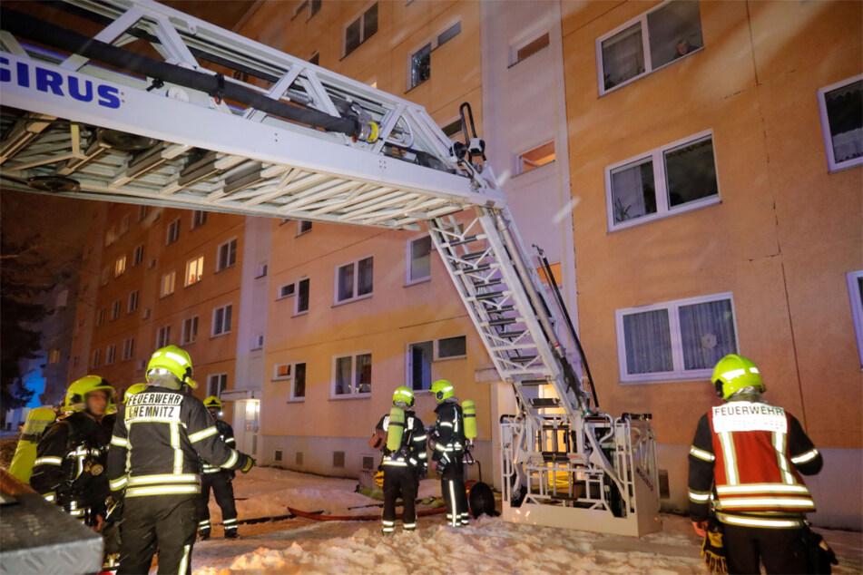 Chemnitz: Chemnitz: Feuerwehreinsatz nach Brand in Erdgeschosswohnung