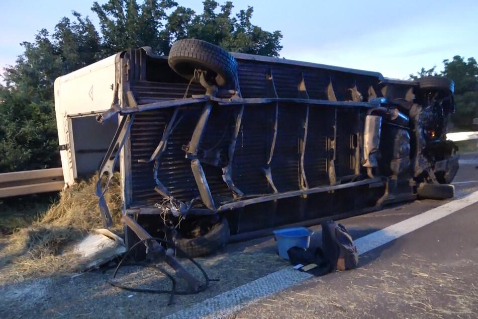 Am Transporter entstand Totalschaden.