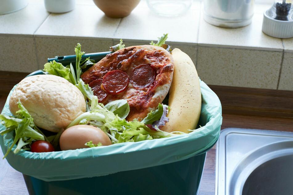 Vor allem Fleisch und gekochte Lebensmittel haben nichts auf dem heimischen Kompost zu suchen.