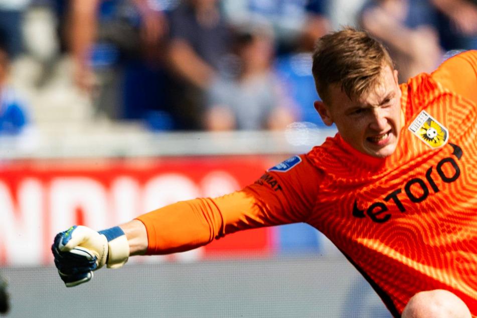 Ex-Dynamo Markus Schubert hält im ersten Liga-Spiel im Ausland die Null und feiert Auftaktsieg