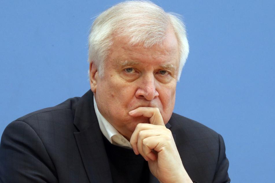 Bundeskanzler Horst Seehofer (70, CSU). Theoretisch wäre es möglich.