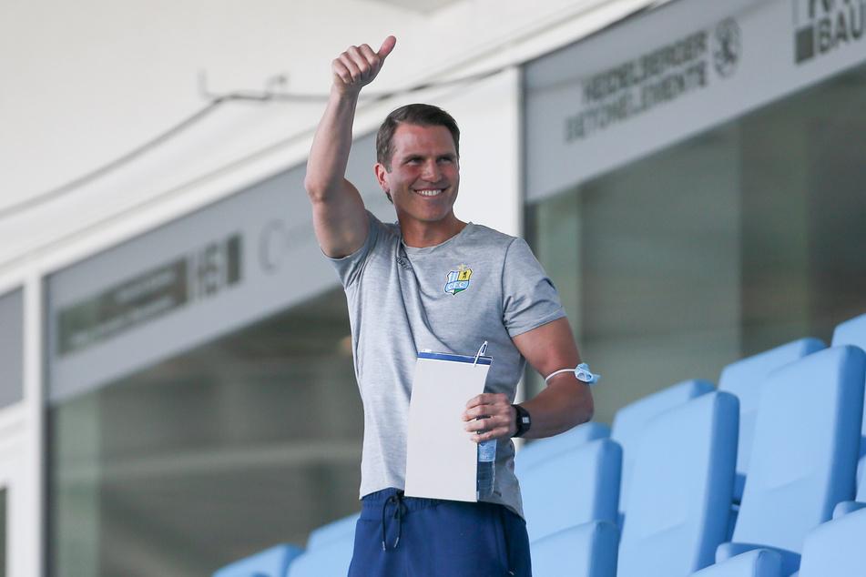 Daumen hoch! CFC-Trainer Patrick Glöckner konnte trotz der Niederlage mit der Leistung seiner Truppe sehr zufrieden sein.