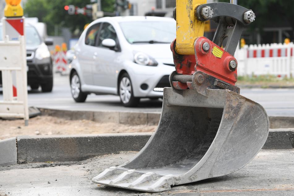 Bauarbeiter wird von einer Baggerschaufel gequetscht und stirbt!