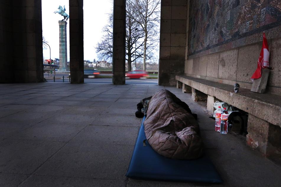 Für die Unterstützung der Obdachlosen im Corona-Winter 2020/21 stellt das Land Nordrhein-Westfalen 340.000 Euro zur Verfügung (Symbolbild).
