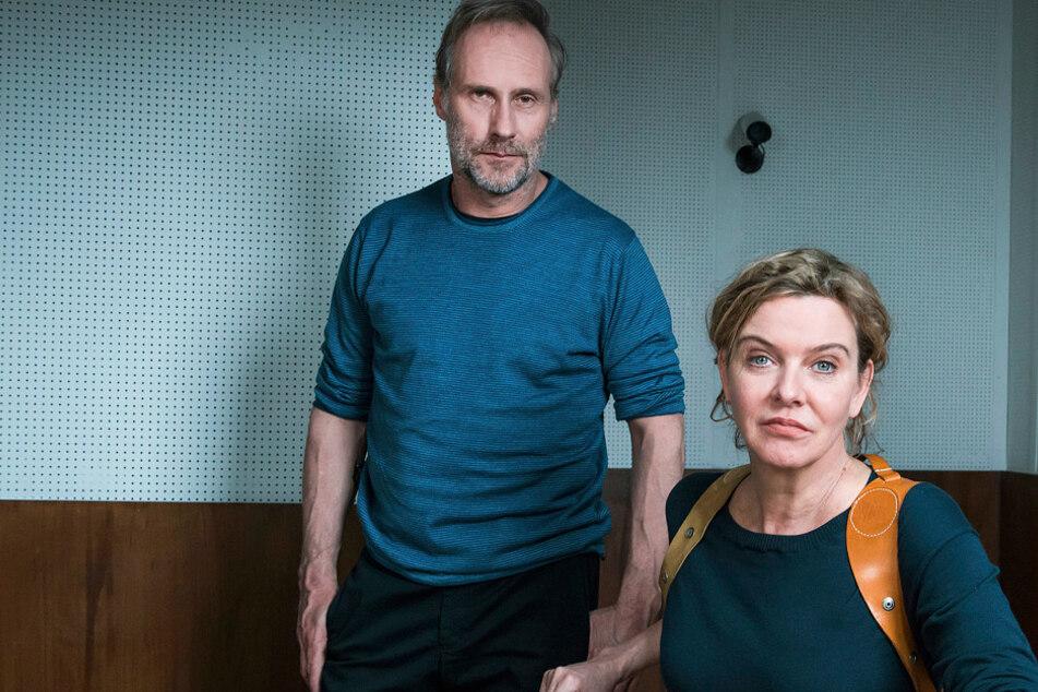 Ein neuer Fall wartet auf die Tatort-Kommissare Paul Brix (Wolfram Koch, 59) und Anna Janneke (Margarita Broich, 61).