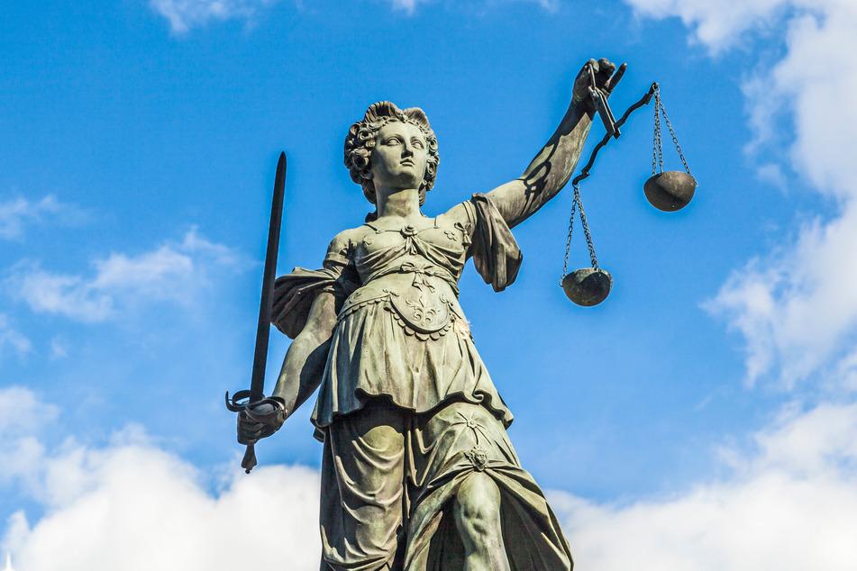 Ein Londoner Gericht hat den 23-Jährigen aus NRW zu einer Gefängnisstrafe verurteilt. (Symbolbild)
