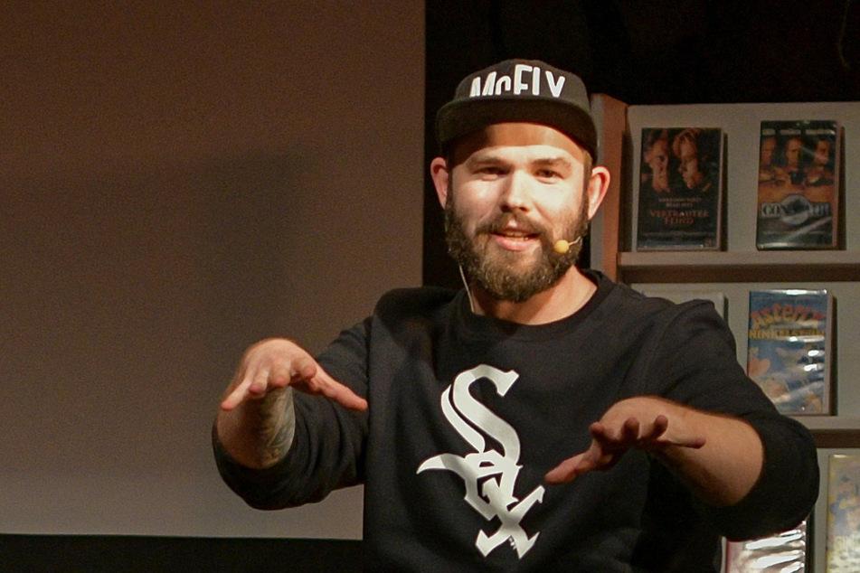"""Inzwischen mehr Podcaster als Musiker: Max """"Rockstah"""" Nachtsheim während der """"Zurückgespult""""-Tour des Retro-Podcasts Radio Nukular. (Archiv)"""