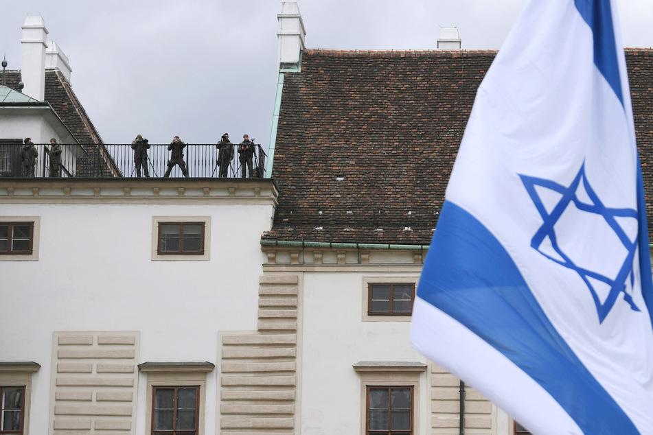 Bei einer Sondersitzung des Innenausschusses im Landtag soll auch der Fall einer abgehängten Israel-Flagge in Hagen beleuchtet werden. (Symbolfoto)