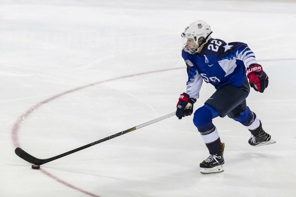 US Women's hockey star Kacey Bellamy surprises with sudden retirement