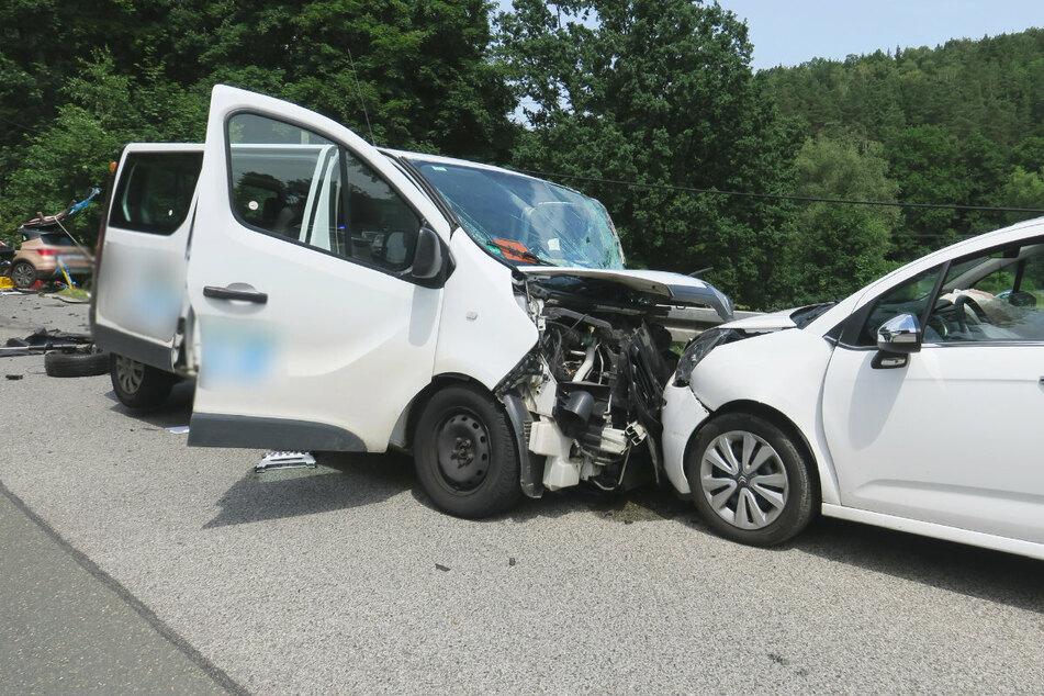 Der Transporter knallte noch in einen Citroën.