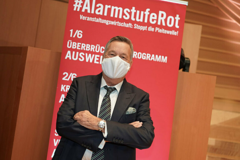Der Sänger Roland Kaiser (68) kommt zu einer Pressekonferenz anlässlich der zweiten Großdemonstration des Aktionsbündnis #AlarmstufeRot zur Existenznot der Veranstaltungswirtschaft in der Corona-Krise.