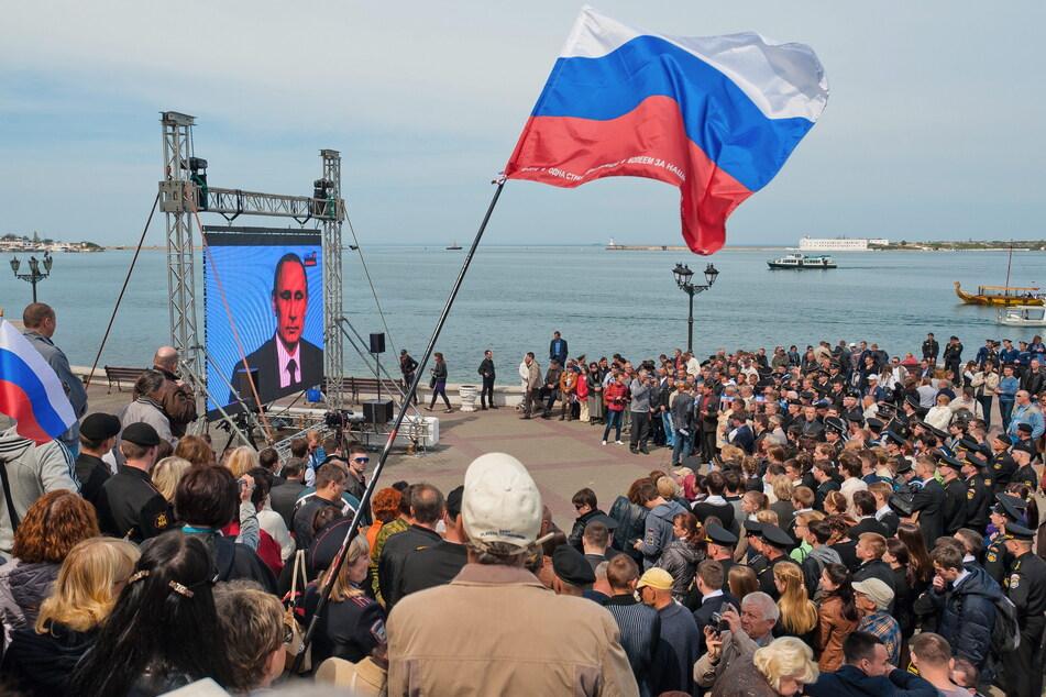 Die Wahl auf der Halbinsel Krim war höchst umstritten. Laut Berichten habe es Unregelmäßigkeiten gegeben.