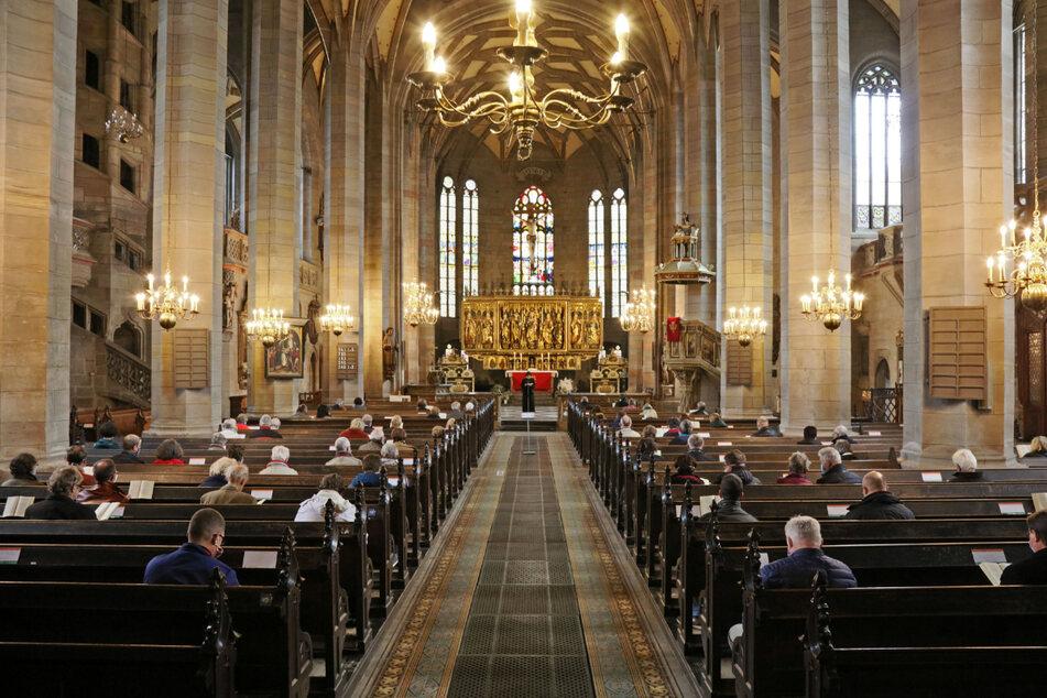 Gottesdienste finden an den Feiertagen statt, Osterreiten nur an geheimen Orten