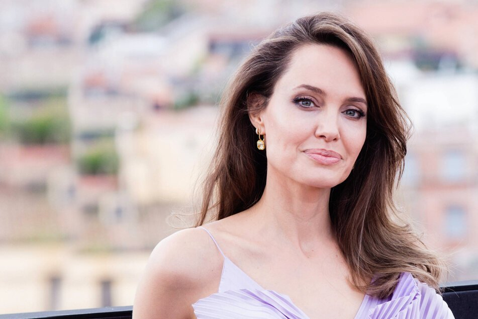 Another couple comeback? Angelina Jolie pays her ex-husband a late-night visit