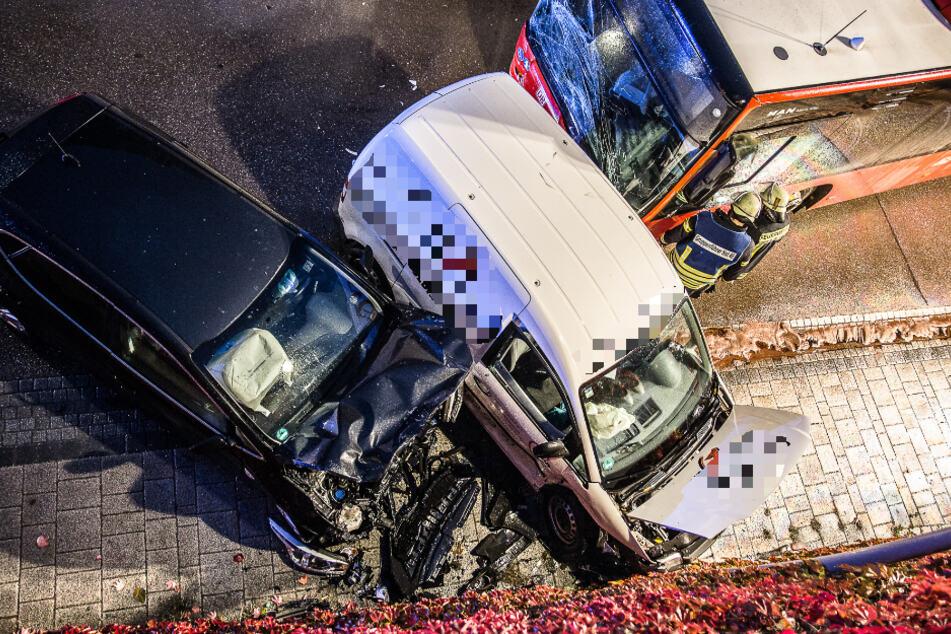 Vorfahrt genommen: Auto-Fahrerin kracht in Bus