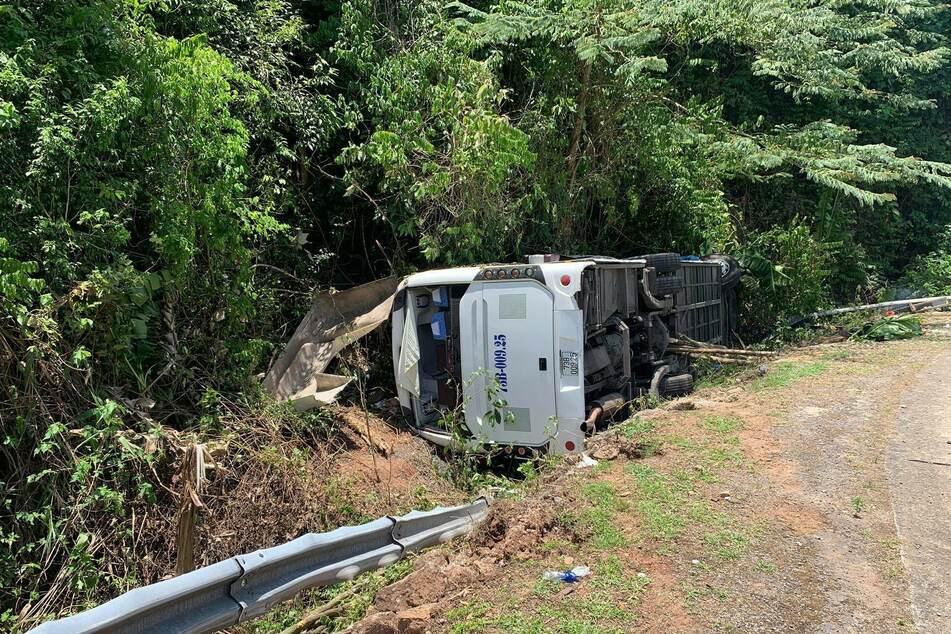 15 Menschen starben, als dieser Bus umkippte.