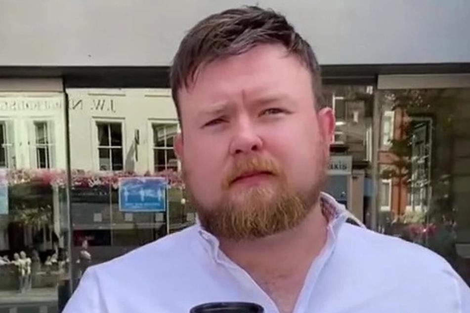 Dank seines Toupets hat Adam Sinclair (29) endlich wieder Selbstvertrauen.