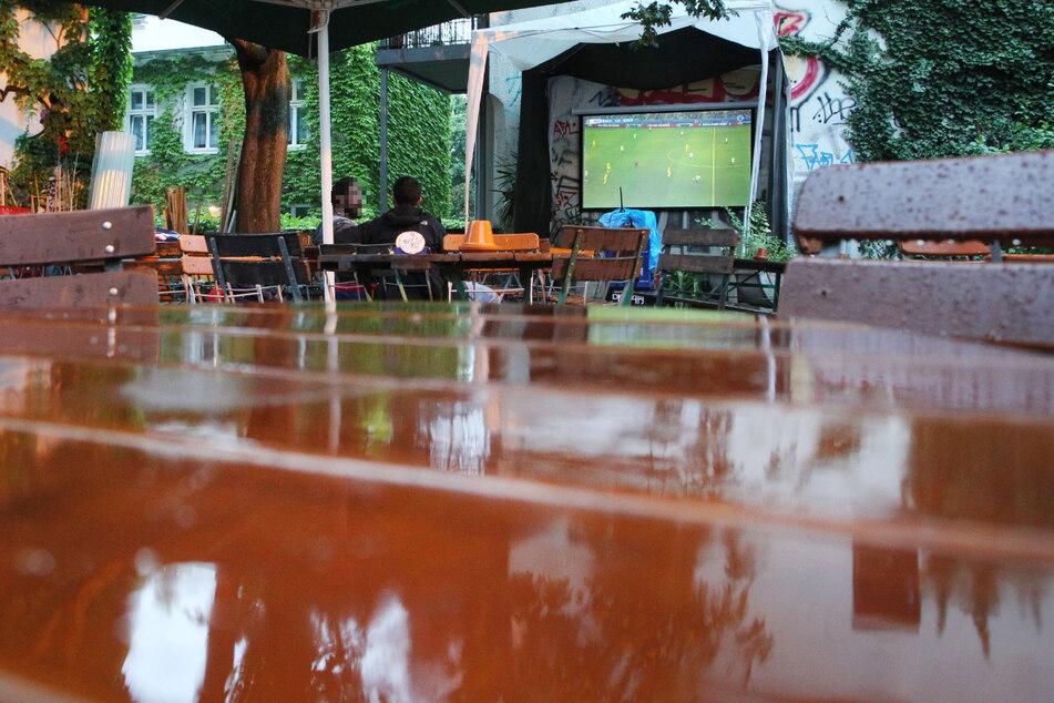 Erwartet die Sachsen ein regnerischer Fußballabend? (Archivbild)