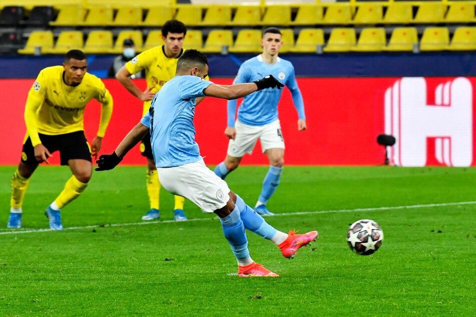 Sicher: Riyad Mahrez (2.v.r.) trifft per Strafstoß zum 1:1 für die Cityzens.
