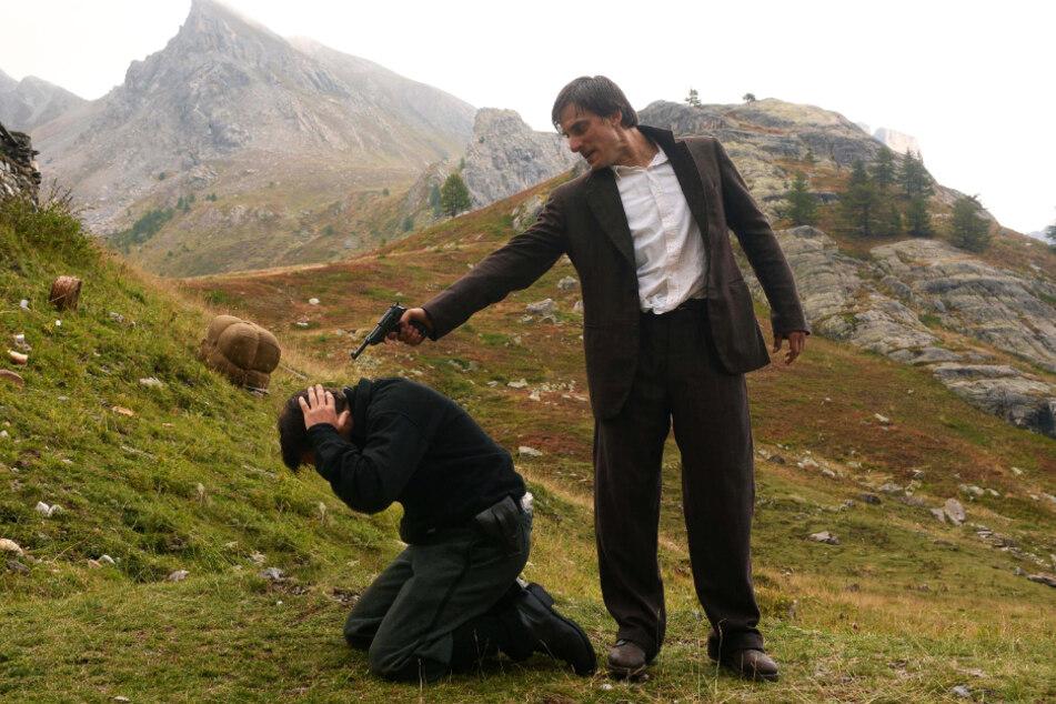 Milton (Luca Marinelli) nimmt ein Schwarzhemd gefangen und will dessen Leben gegen das seines besten Freundes eintauschen.