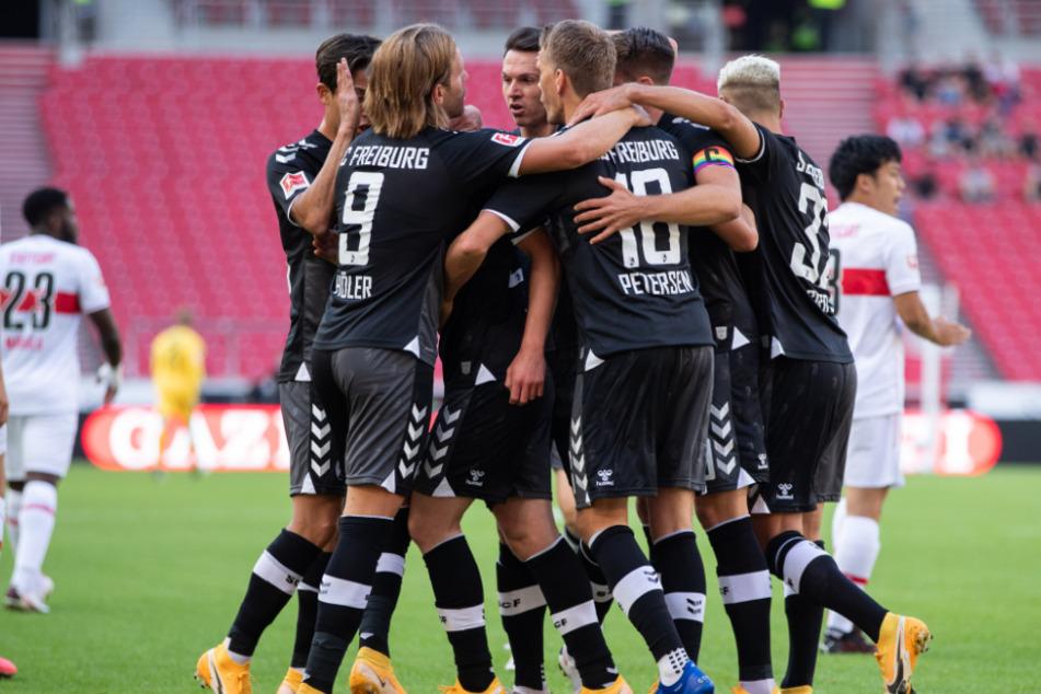 Der SC Freiburg bejubelt das 1:0 durch Nils Petersen (31).
