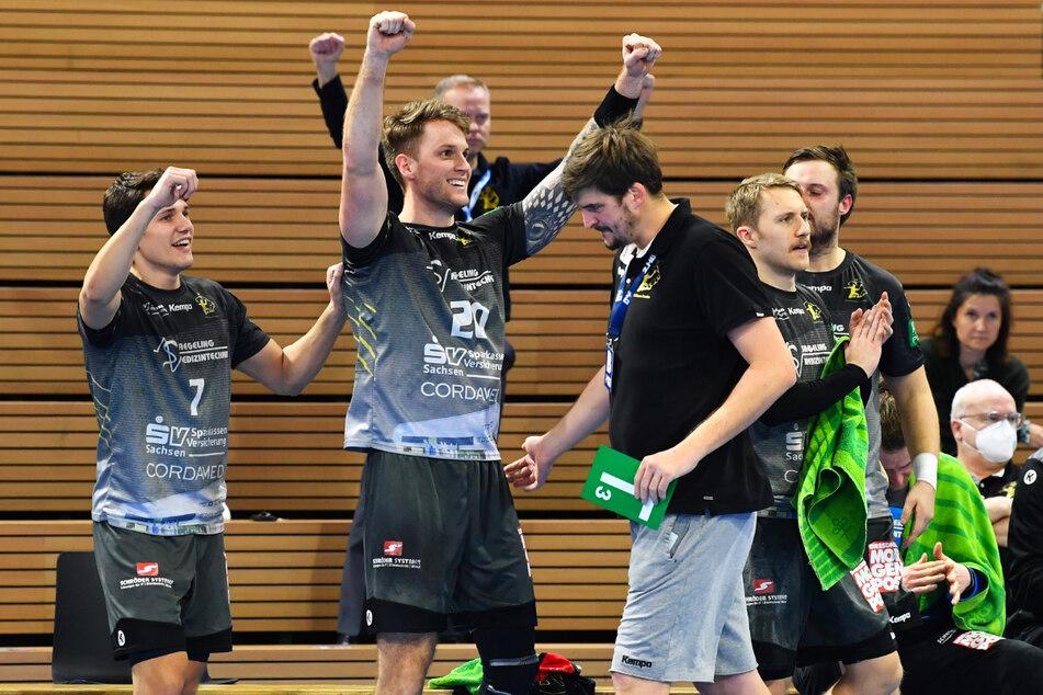 In der vergangenen Saison konnten die Dresdner - hier (v. l.) Oskar Emanuel, Nils Kretschmer, Trainer Rico Göde und Lukas Wucherpfennig einen Sieg gegen den TV Emsdetten feiern. Am Freitag auch wieder?